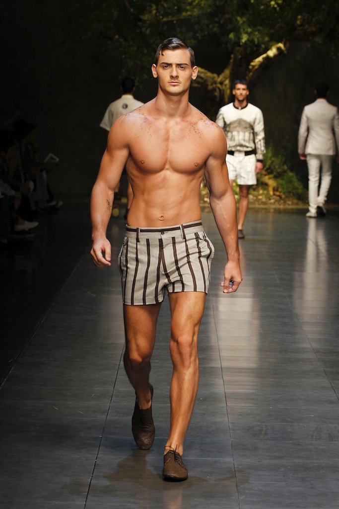 Dolce-Gabbana-SS14-Men's-Fashion-Show-Shorts-5