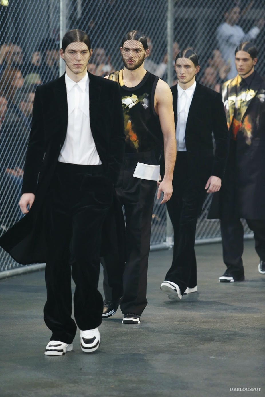 Givenchy-Fall-Winter-2014-Men-Paris-Fashion-Week-Menswear-Basketball-00570h_20140117171814